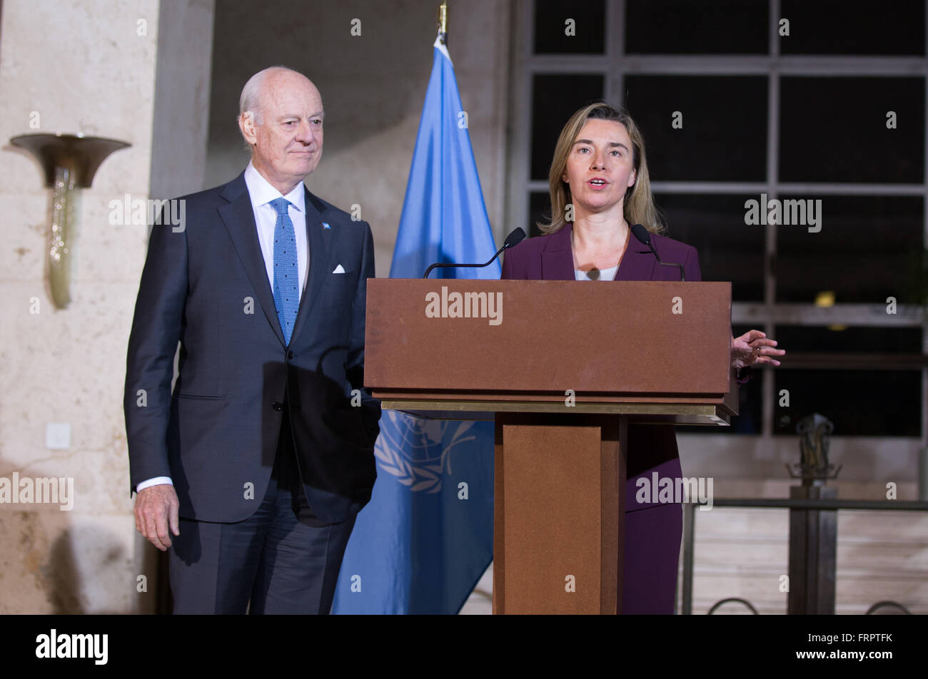 Geneva, Switzerland. 23rd Mar, 2016. EU foreign affairs chief Federica Mogherini (R) addresses the media along with - Stock Image