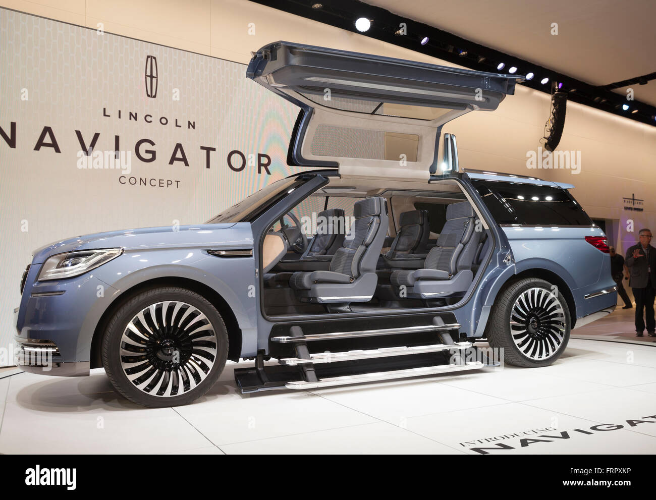 https://c8.alamy.com/comp/FRPXKP/new-york-usa-23rd-march-2016-lincoln-navigator-concept-car-on-display-FRPXKP.jpg