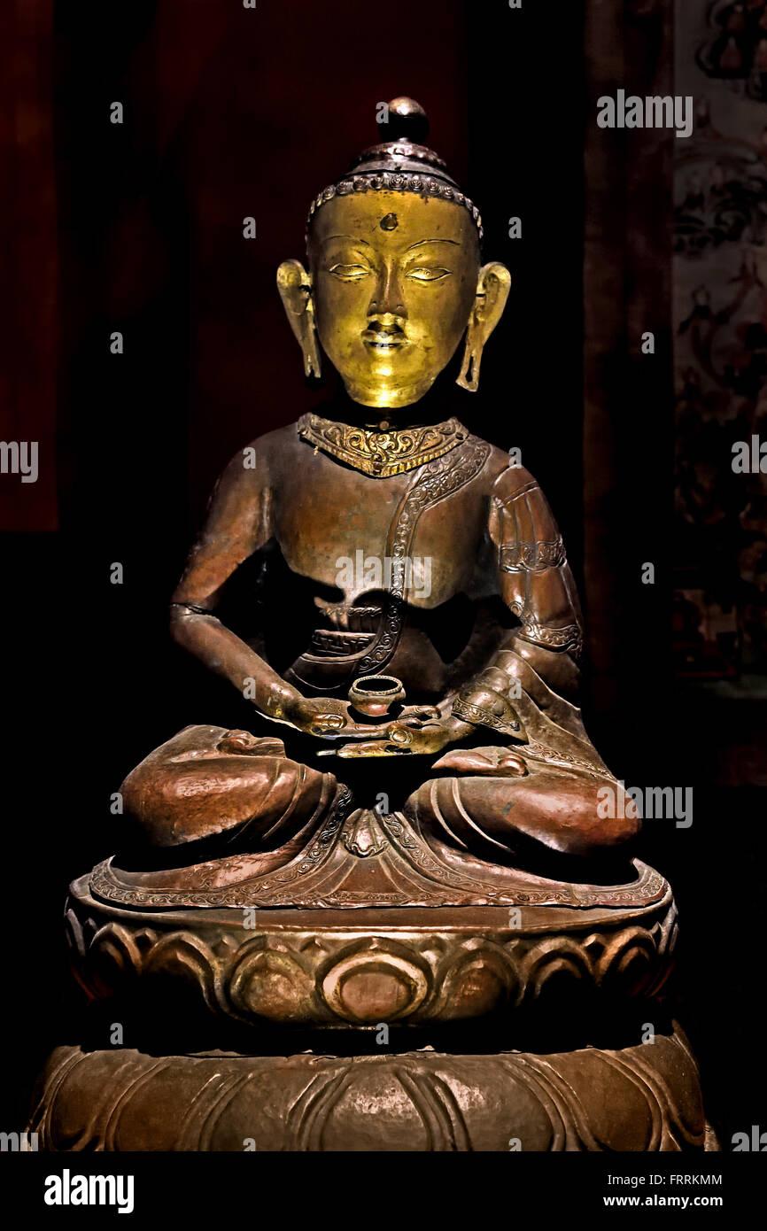 Buddha statue with dhyana mudra. Probably the cosmic Buddha Amitabha 19 -20 th  Century Tibetan Tibet China - Stock Image