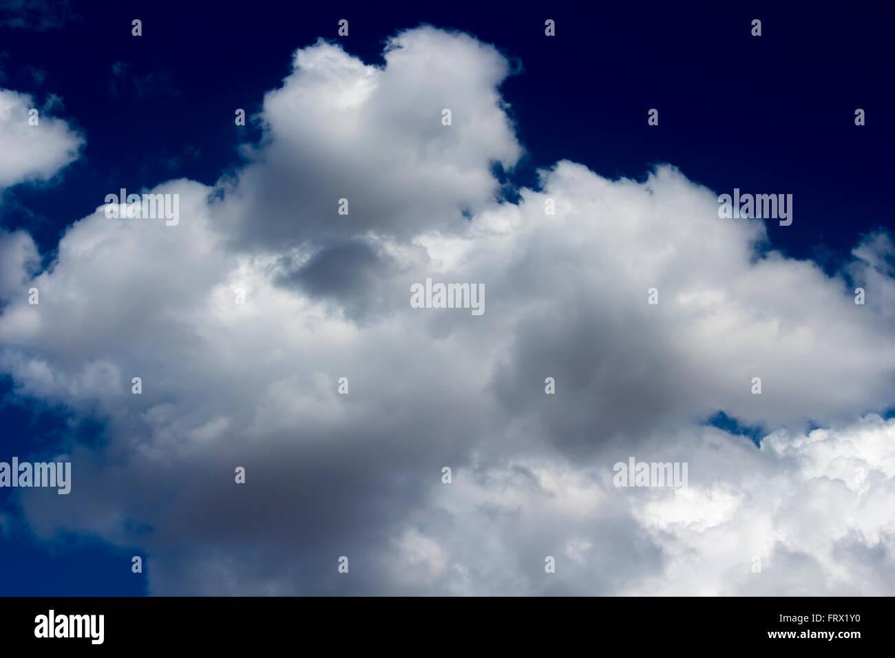 Cumulonimbus cloud in blue Australian sky. - Stock Image