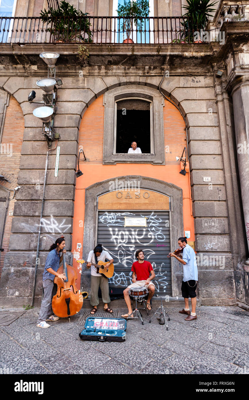 Street musicians in the old town of Naples, Bay of Naples, Campania, Italy - Stock Image