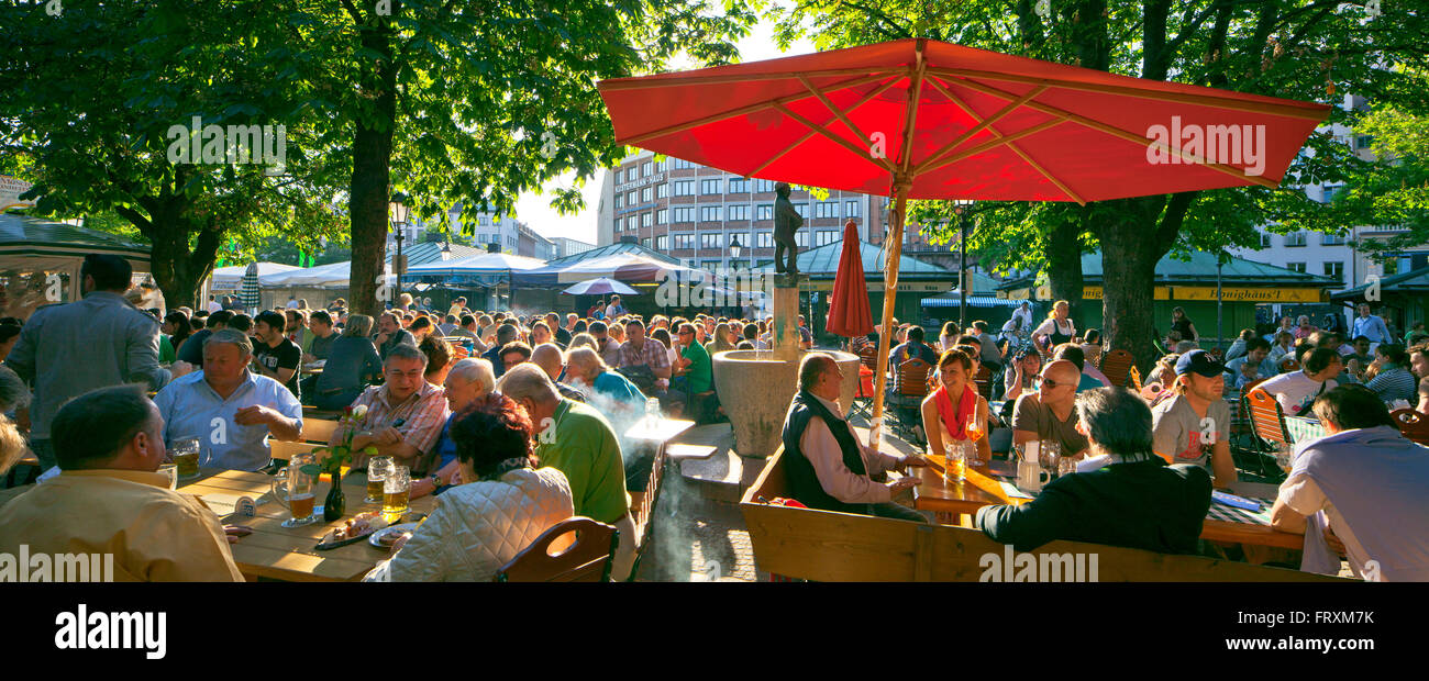 Beer garden on Viktualienmarkt, Munich, Upper Bavaria, Bavaria, Germany - Stock Image