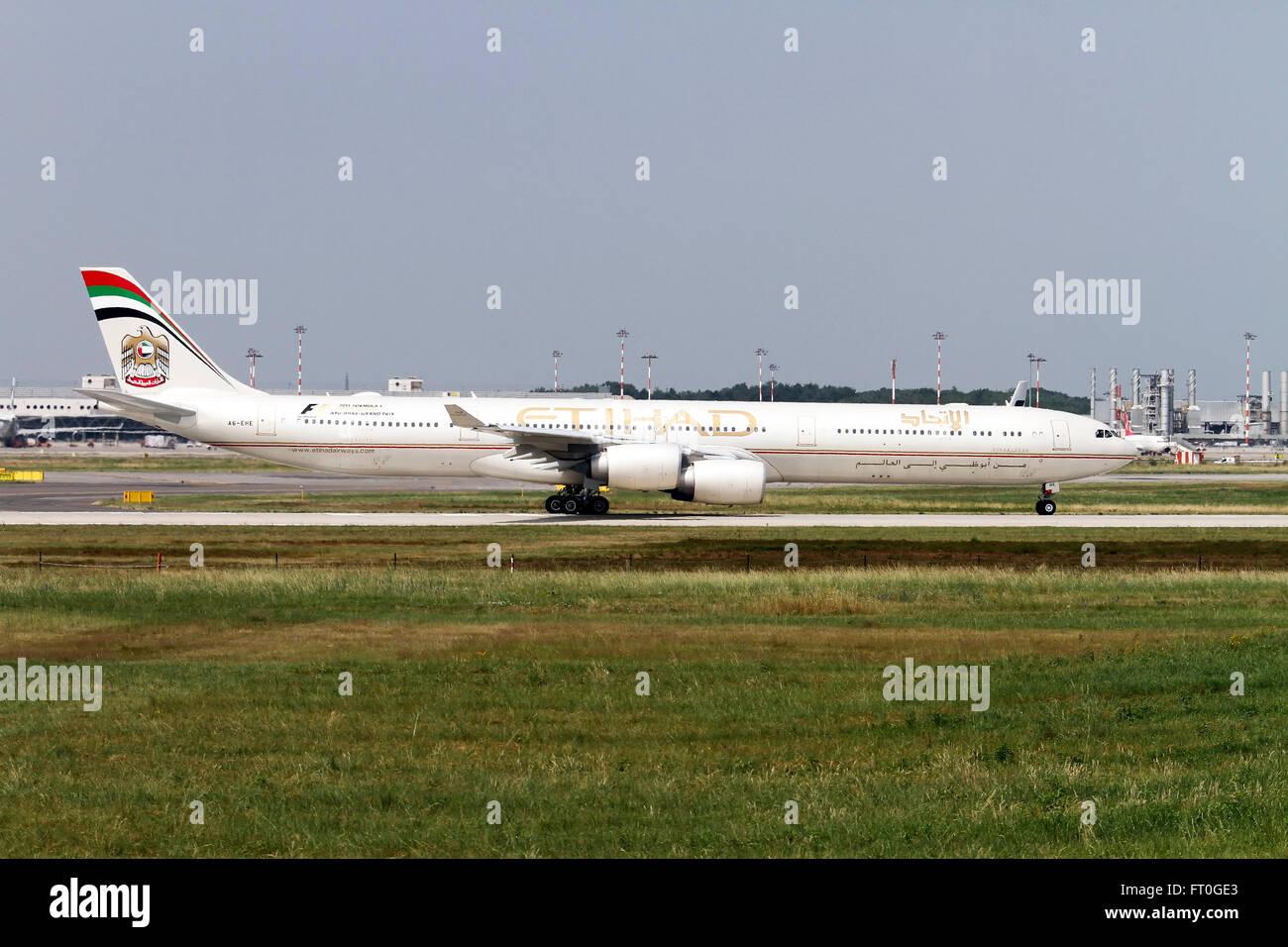 A6-EHE Etihad Airways Airbus A340-642 at Milan, Malpensa - Stock Image