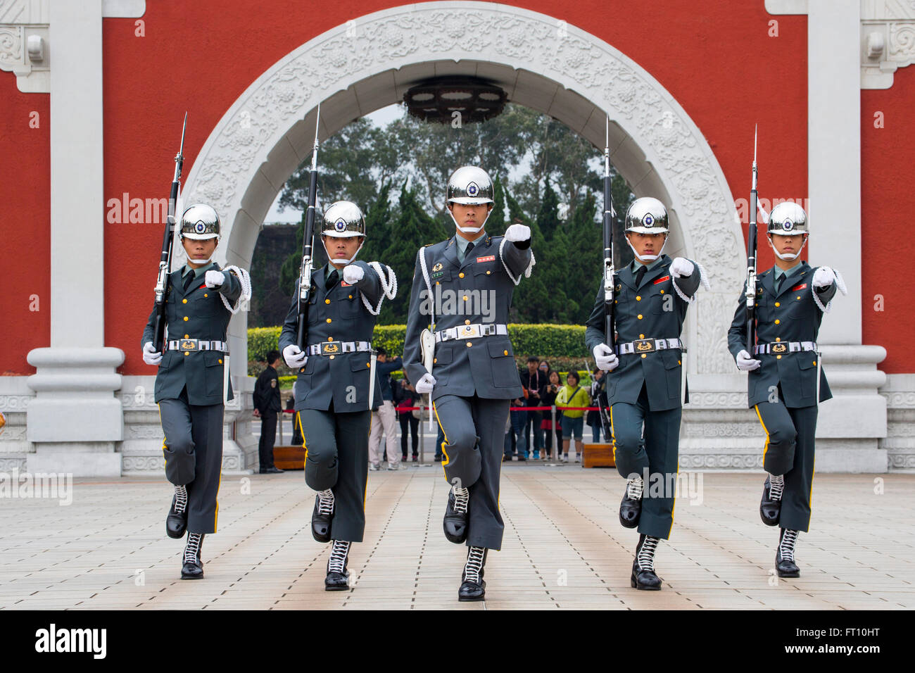 Changing of the Guard outside National Revolutionary Martyrs' Shrine, Taipeh, Northern Taiwan, Taiwan - Stock Image