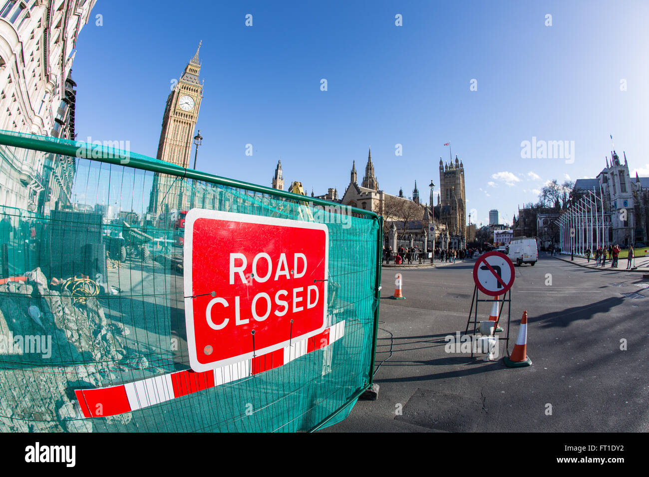 Road closed sign in front of Westminster, The Houses of Parliament and Big Ben - Stock Image
