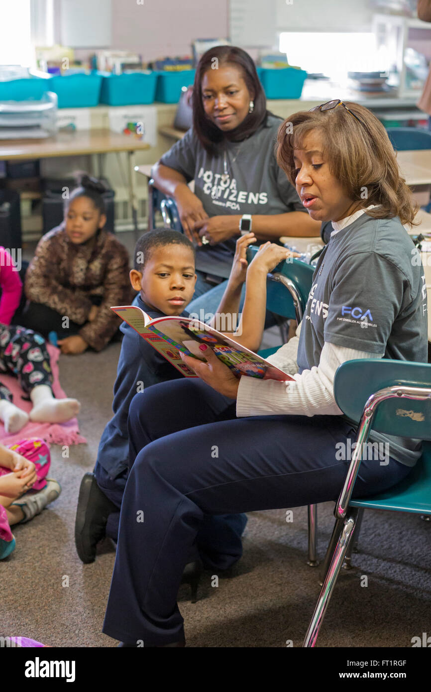 Pontiac, Michigan - Volunteers from Fiat Chrysler read to second graders at Herrington Elementary School on 'Read - Stock Image
