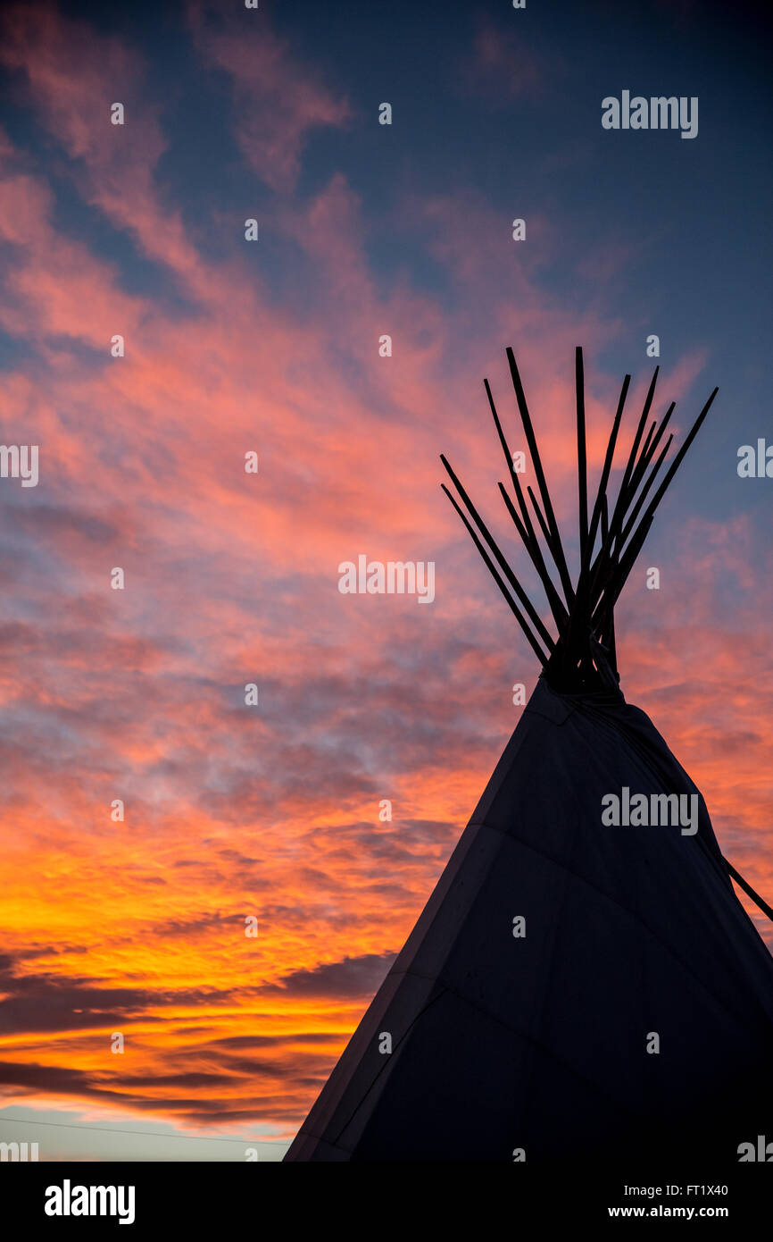 A teepee stands tall in the gorgeous sunset - Stock Image
