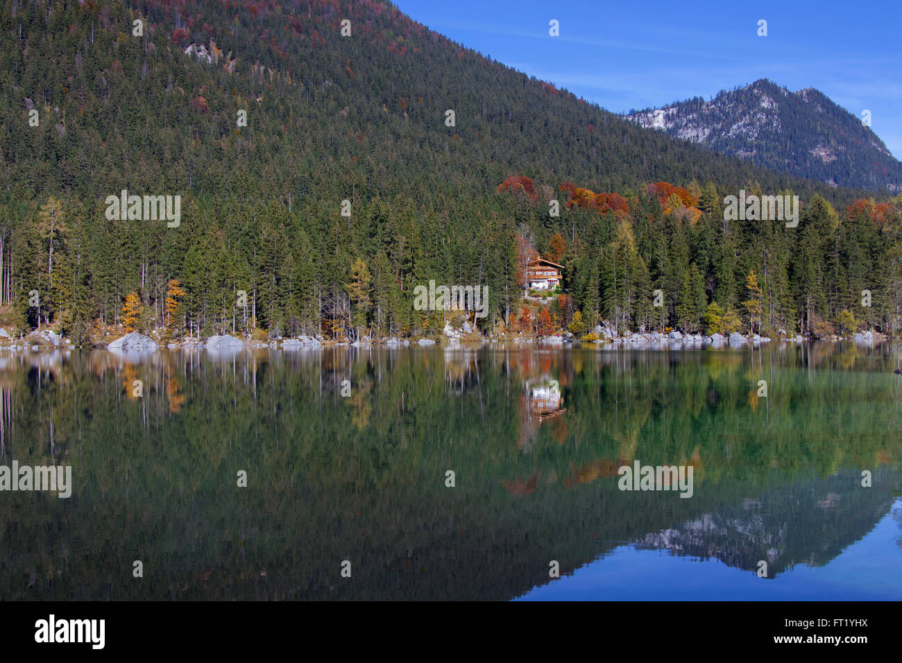 Chalet on the shores of Lake Hintersee in the Bavarian Alps, Berchtesgadener Land, Upper Bavaria, Germany - Stock Image