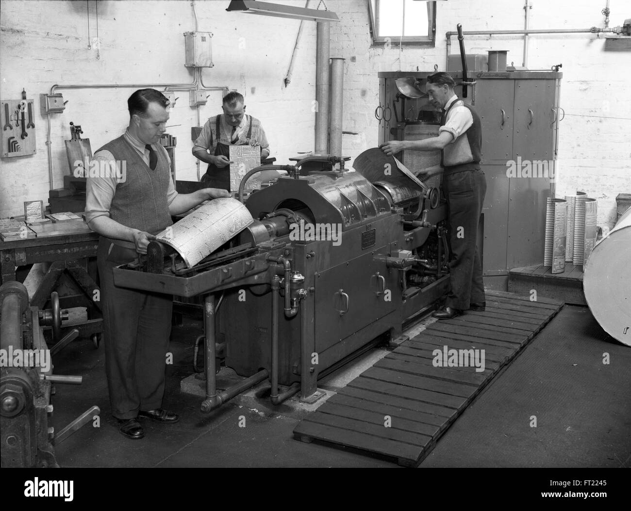 Newspaper production Britain 1960s 1950s newspapers staff print workers printers worker plate making history old - Stock Image