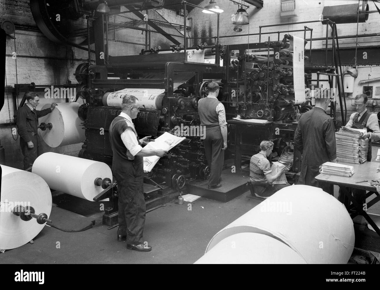 Newspaper production press Britain 1960s 1950s newspapers staff print workers printers worker plate making history - Stock Image