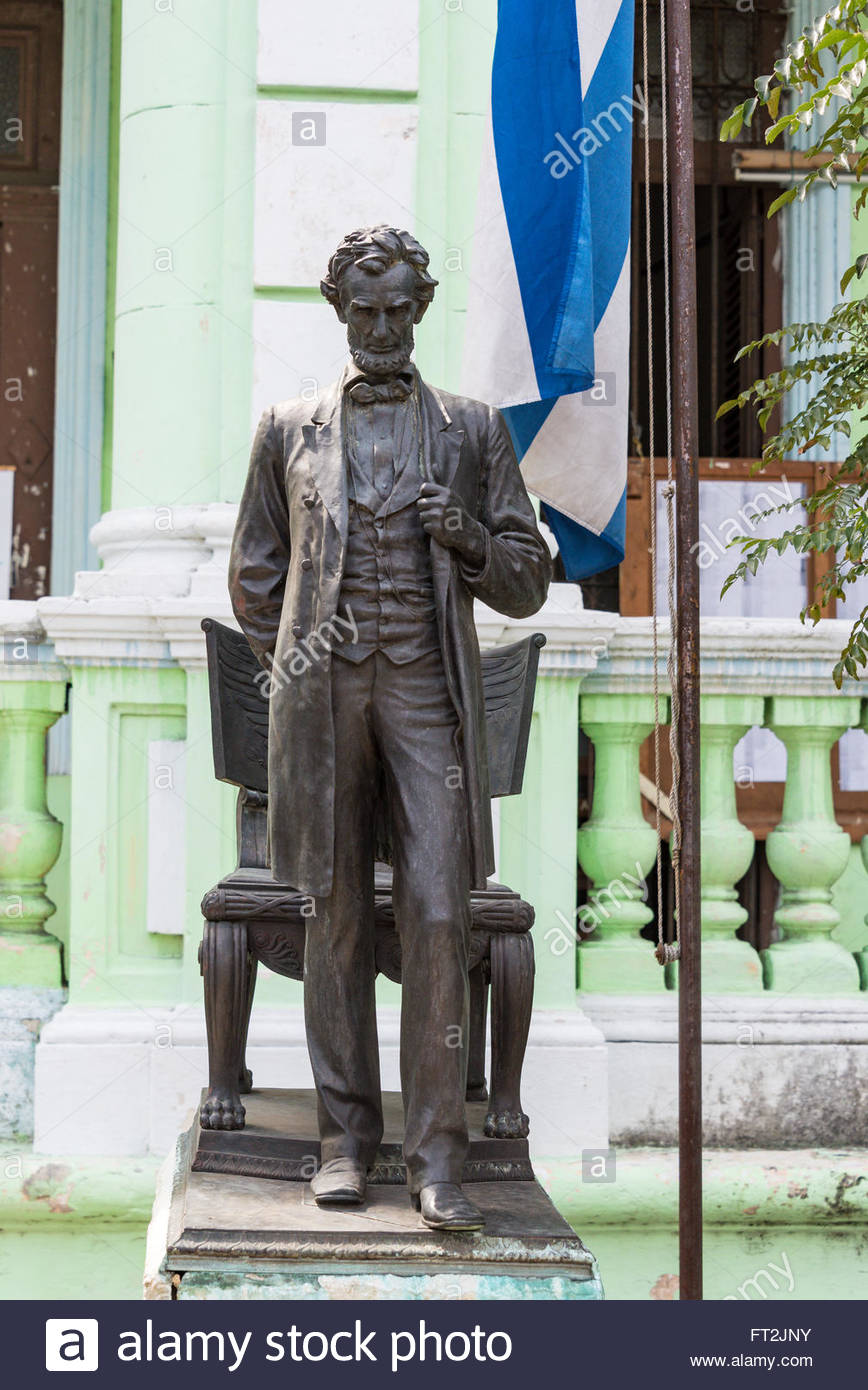 Cuban English language school with Abraham Lincoln statue or sculpture. The American leader appears by the side Stock Photo