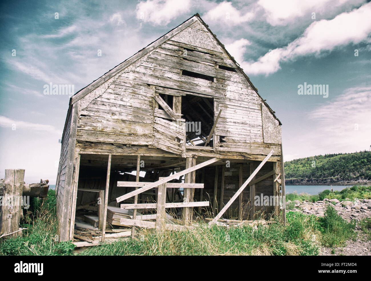 old decrepit abandoned wood house in disrepair - Stock Image