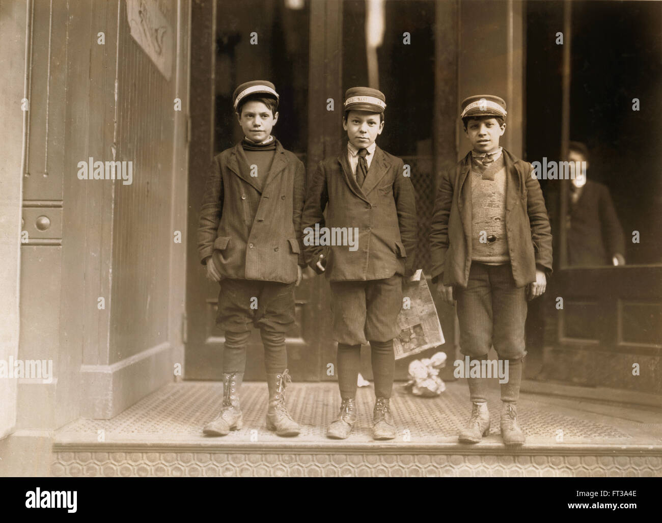 Portrait of Three Young Messenger Boys, New Haven, Connecticut, USA, circa 1909 - Stock Image