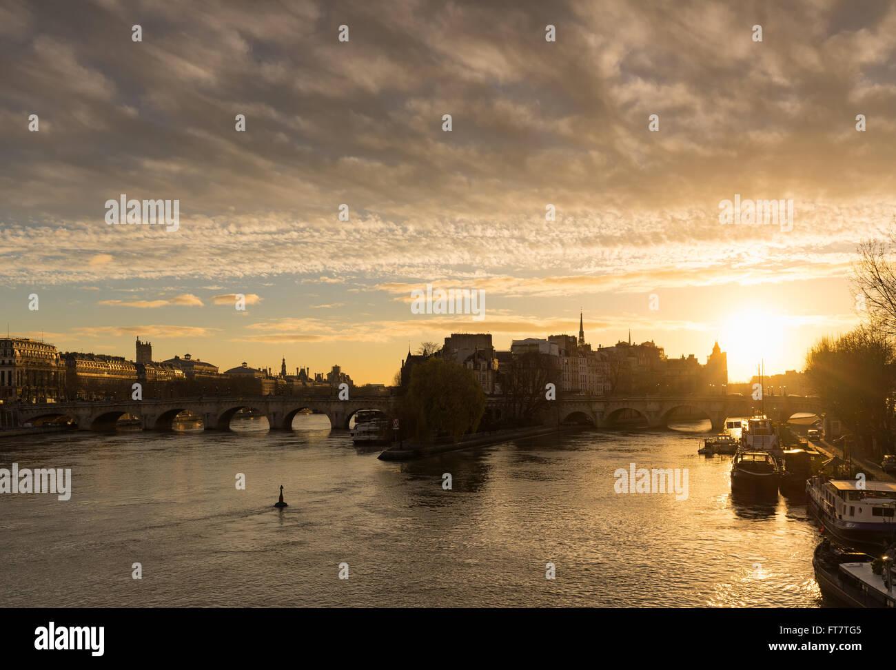 Winter sunrise on the Ile de La Cite, Pont Neuf and the Seine River in the 1st Arrondissement of Paris, France - Stock Image