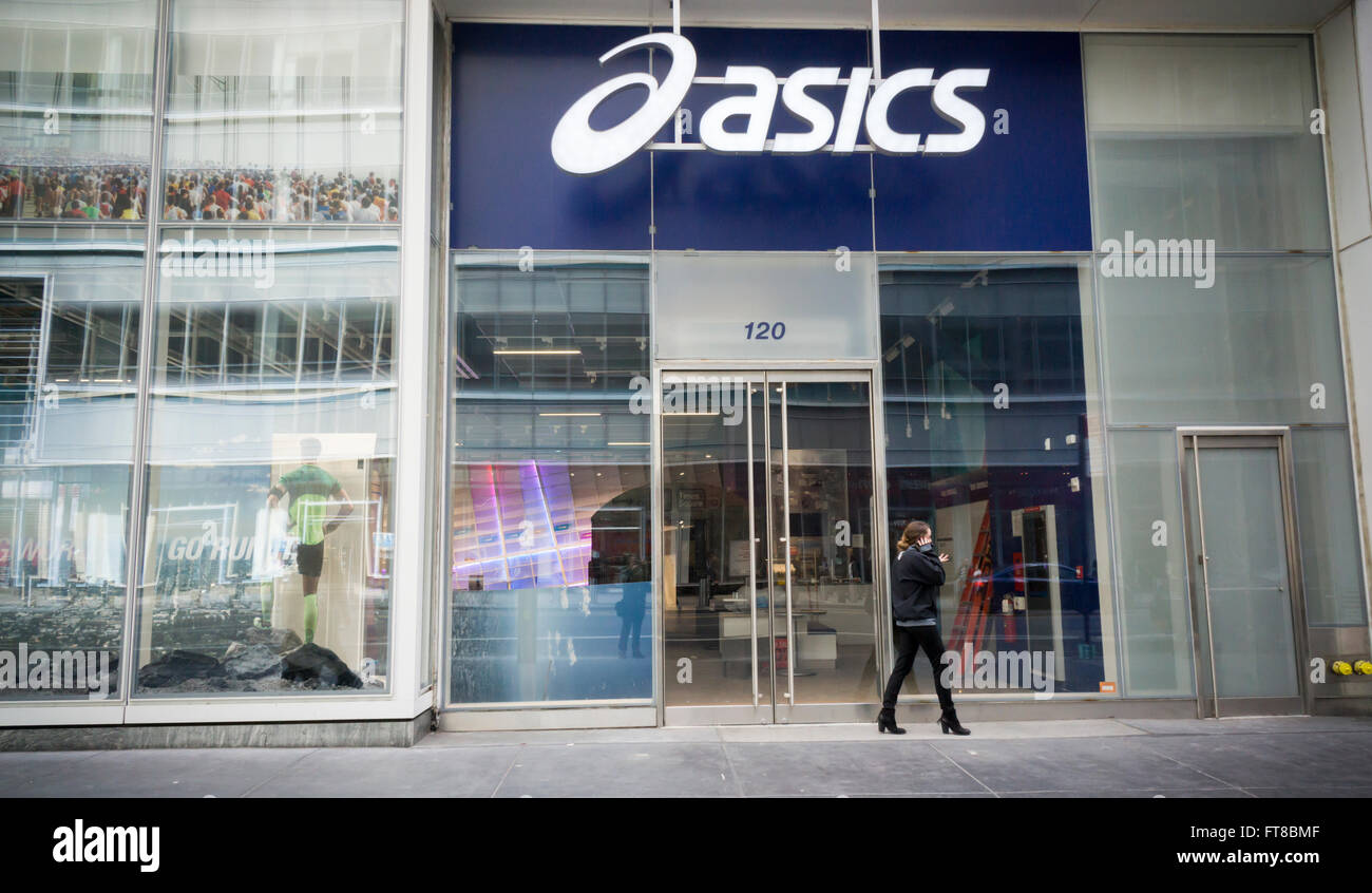 The now closed and empty Asics flagship store in New York on Stock ... 5c2c676f3884