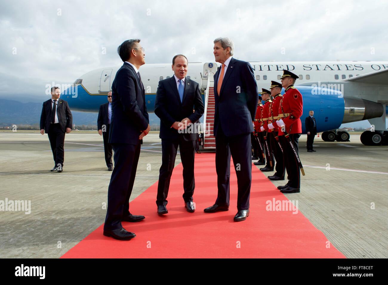 U.S. Secretary of State John Kerry, flanked by U.S. Ambassador to Albania Donald Lu, chats with Albanian President - Stock Image