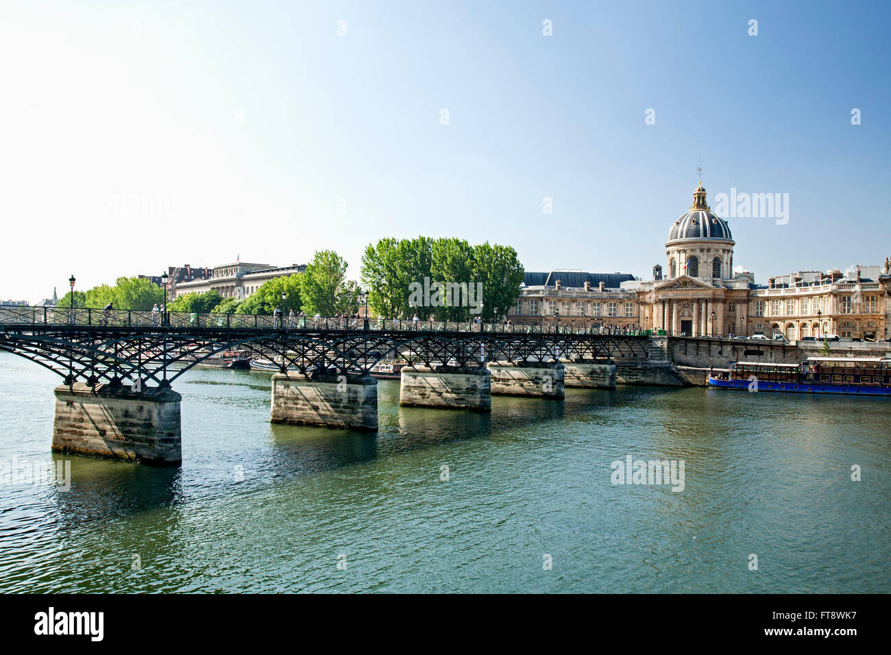 River Seine and Pont des Arts (Bridge of the Arts) leading to Institut de France,  Paris, France - Stock Image