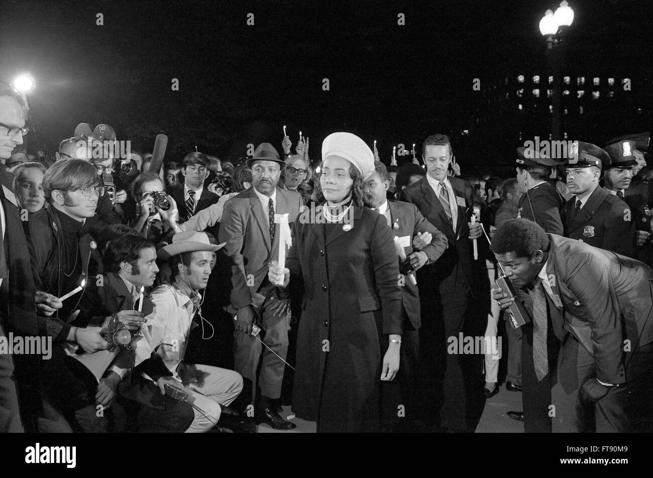Vietnam War Protest. Coretta Scott King, widow of Dr Martin Luther King Jr, leading a march to the White House as - Stock Image