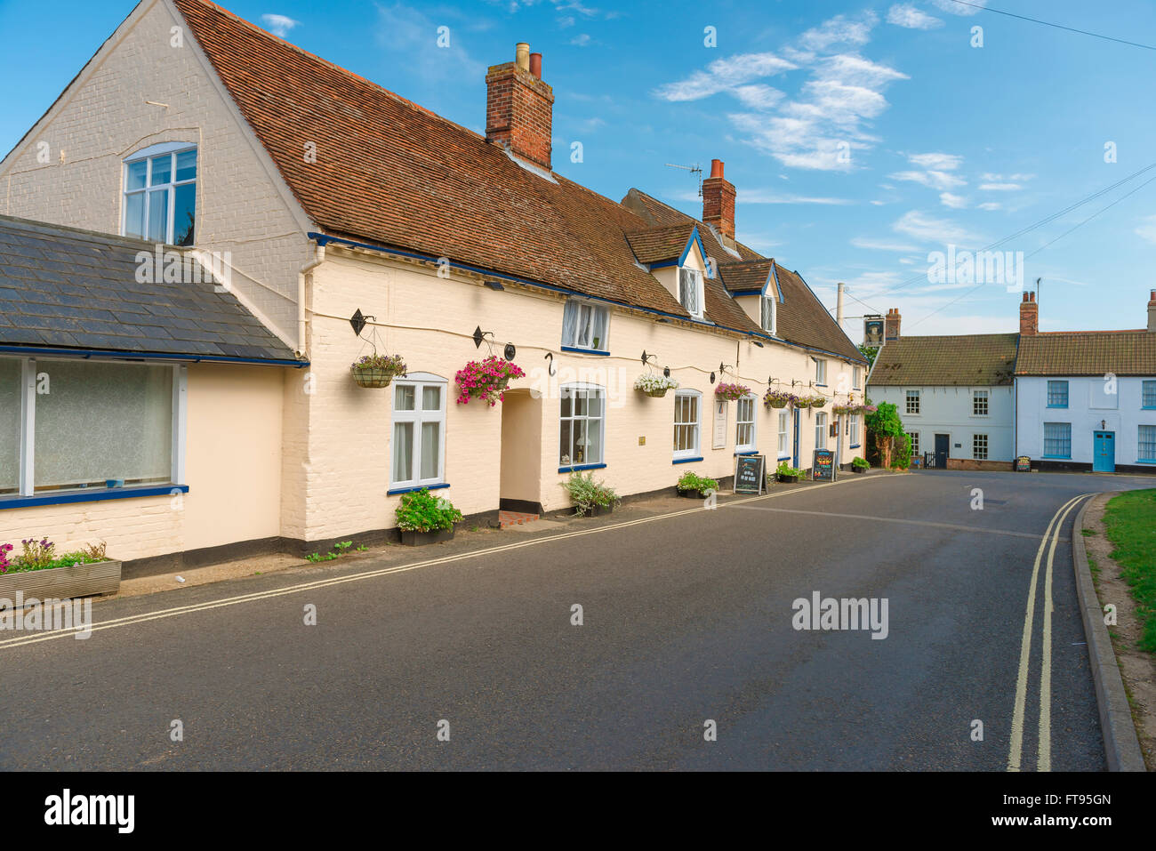 Orford Suffolk village, the King's Head Pub in Front Street in the centre of Orford, Suffolk. - Stock Image