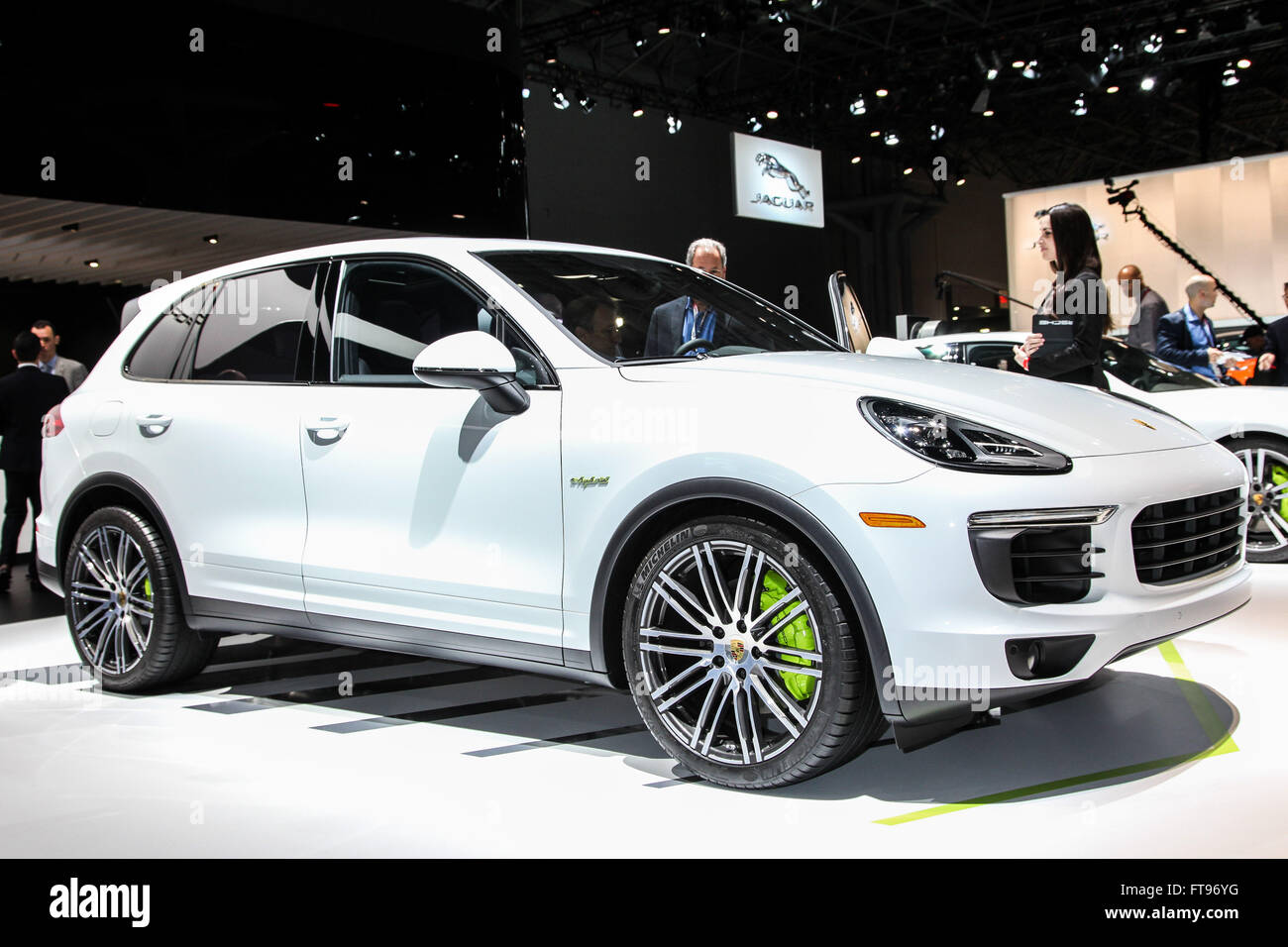 Manhattan, New York, USA. 23rd Mar, 2016. A Porsche Cayenne S e-hybrid shown at the New York International Auto - Stock Image