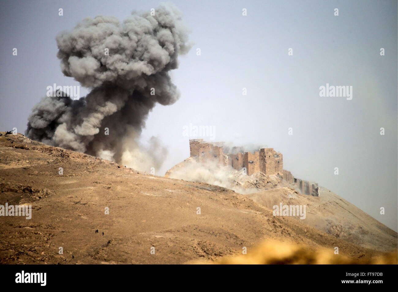 Homs Province, Syria. 25th Mar, 2016. Hostilities between the Syrian government army and ISIS militants at Fakhr - Stock Image