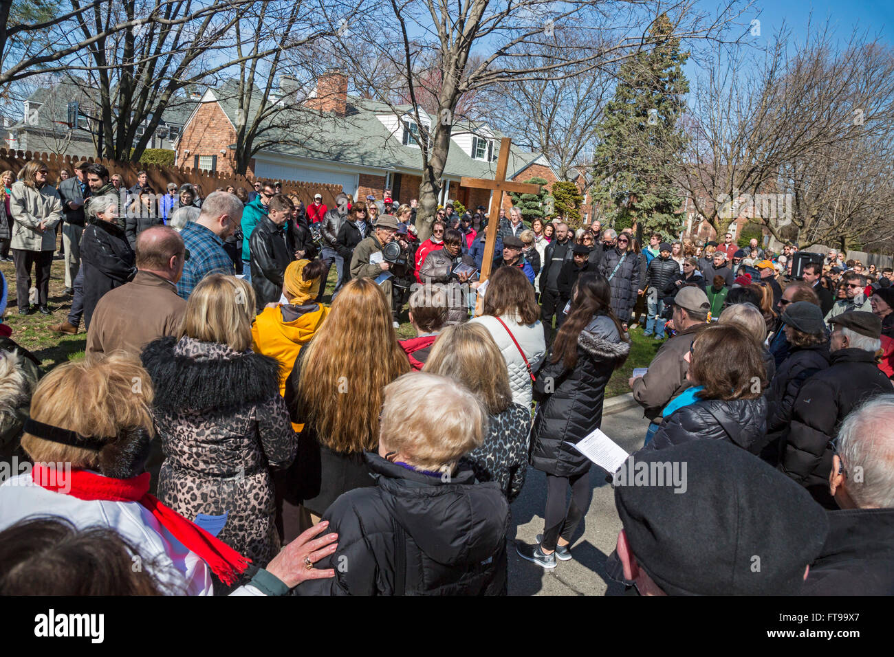 Grosse Pointe, Michigan USA - 25th March 2016 - Members of Catholic and Protestant churches walk the Stations of - Stock Image