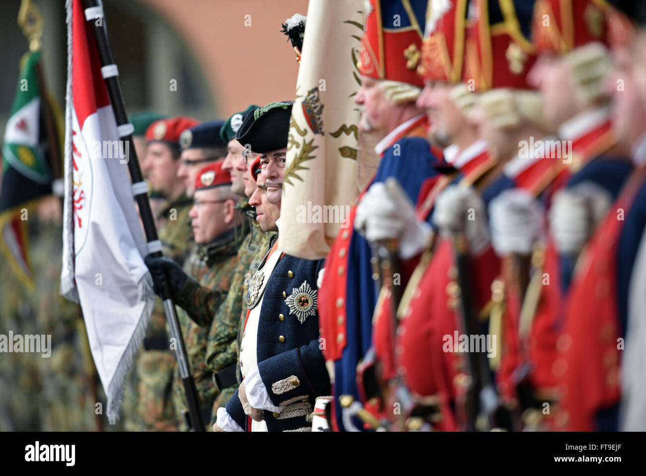 Potsdam, Germany. 22nd Mar, 2016. Soldiers with the Brandenburg State Commando (L) and soldiers in historical, Prussian - Stock Image