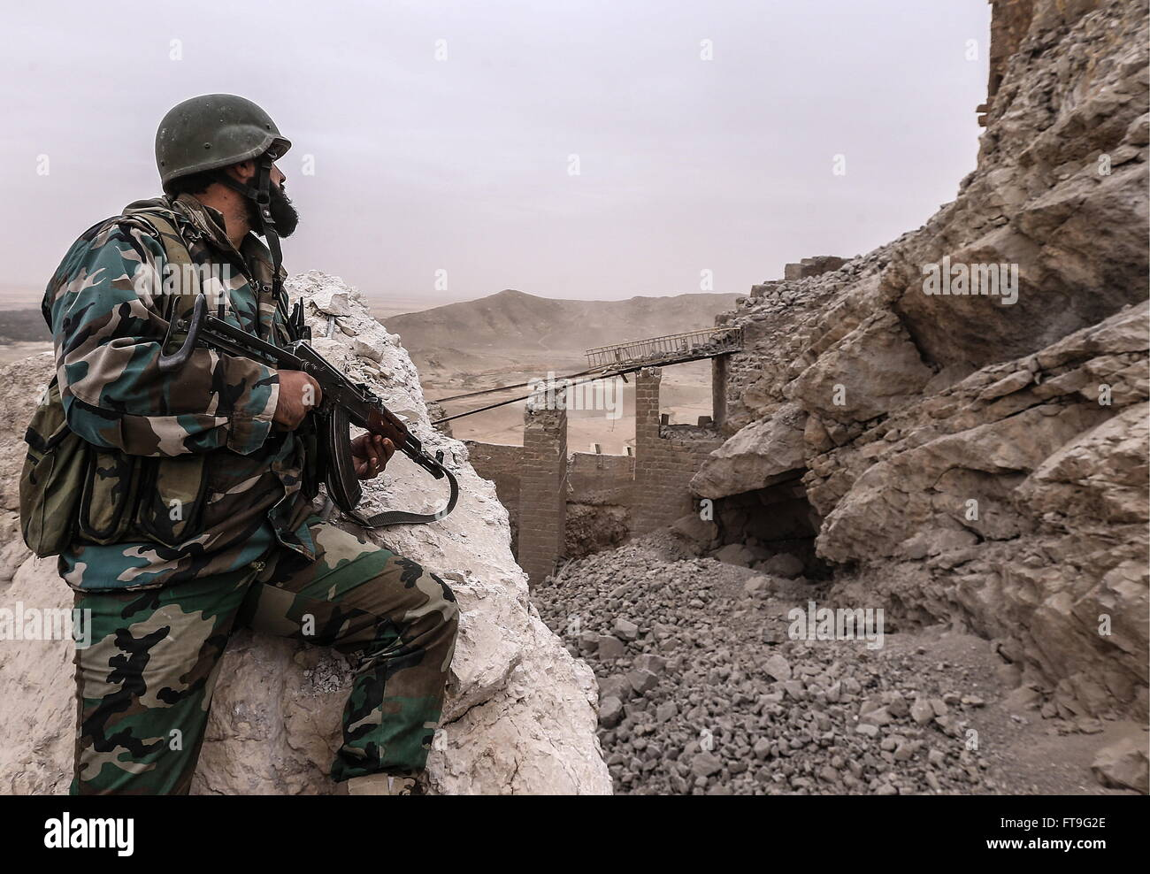 Palmyra, Syria. 26th Mar, 2016. A soldier of the Syrian government army at the Fahkr ad-Din al-Maani castle in Palmyra, - Stock Image