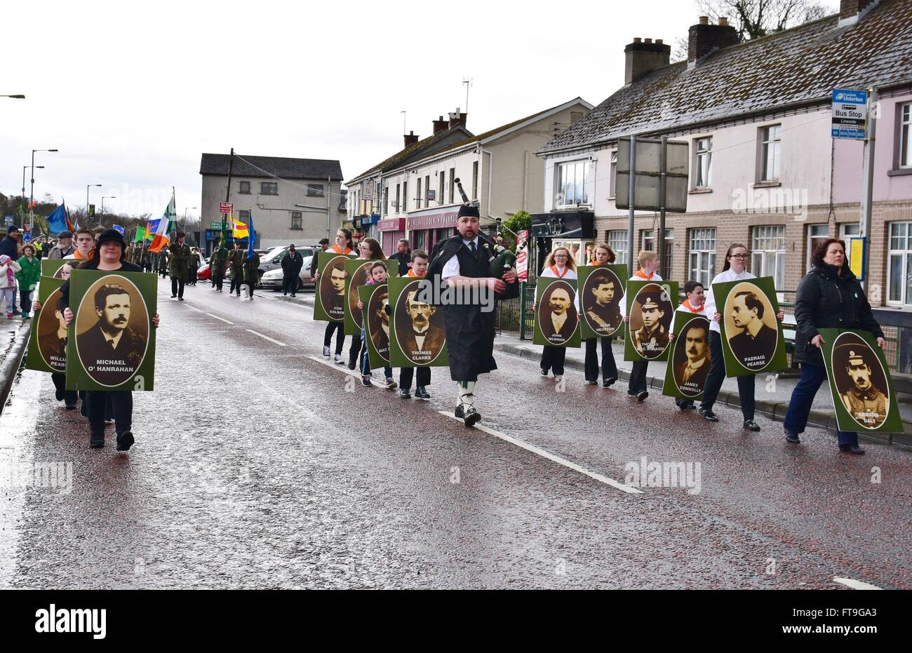 Coalisland, County Tyrone, Northern Ireland. 26th Mar, 2016. Marchers hold placards depicting members of the 1916 - Stock Image
