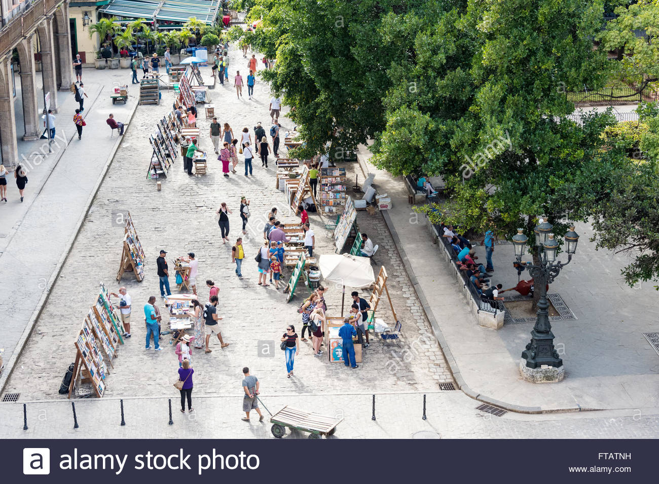 Old Havana Plaza de Armas or Book Market aerial view: Tourists buying painting and books at antiquities stand - Stock Image