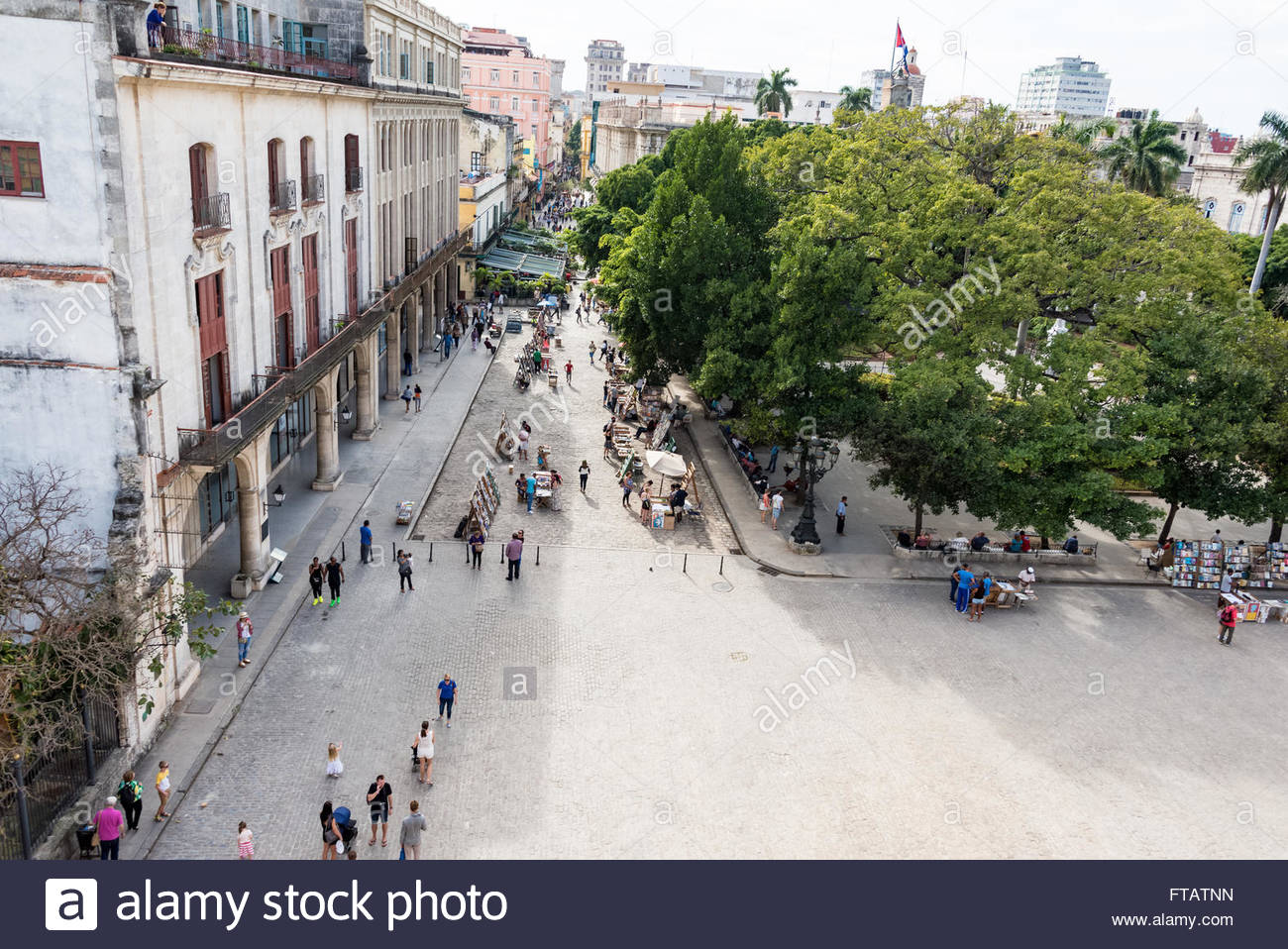Old Havana Plaza de Armas or Book Market aerial view: Tourists buying painting and books at antiquities stands - Stock Image