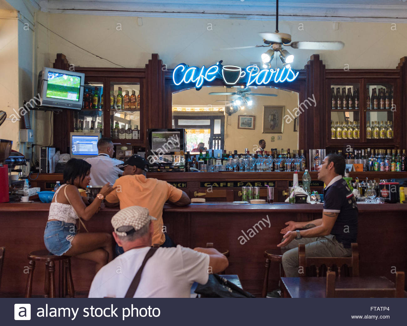 Cafe Paris: tourists having drinks by the bar counter. - Stock Image