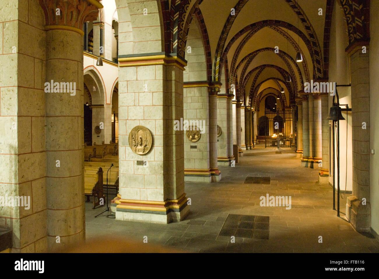 Neuss, Quirinusmünster, eine der bedeutendsten spätromanischen Kirchen am Niederrhein - Stock Image