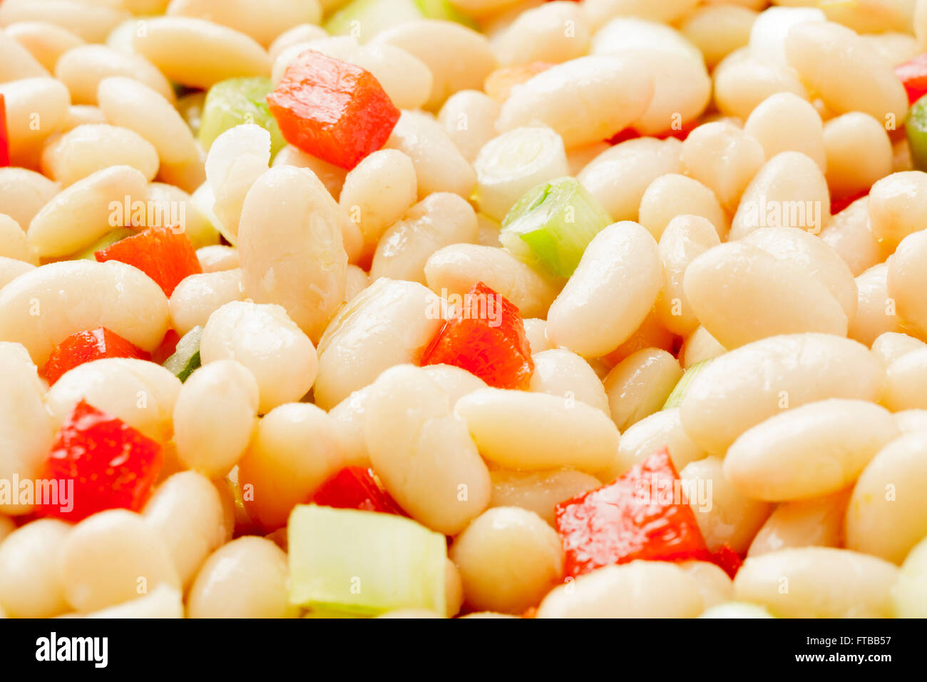 White bean salad with spring onions and red peppers - Stock Image