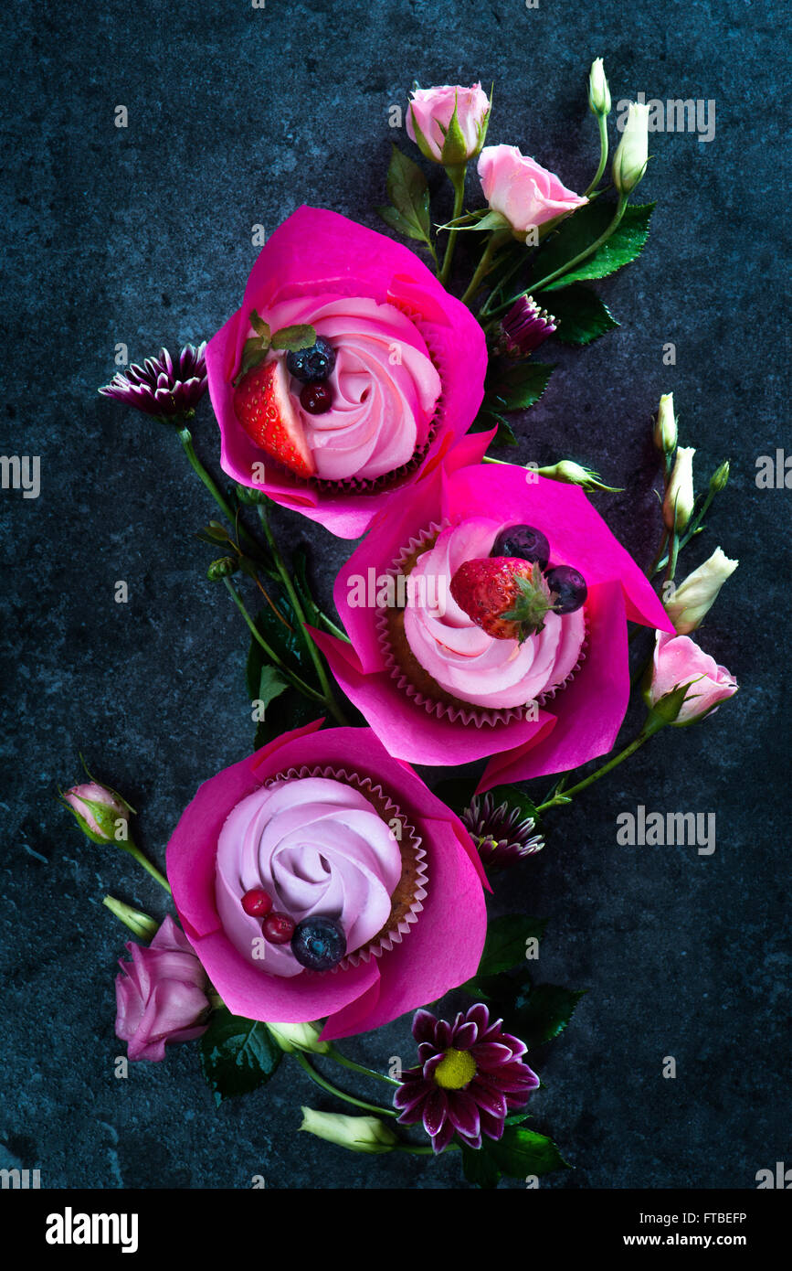 Spring cupcakes with flowers - Stock Image