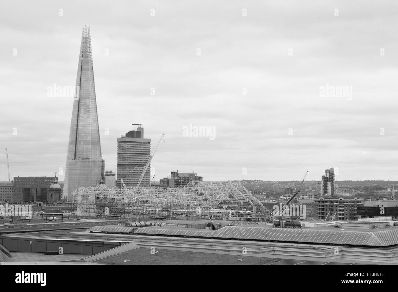View from the roof top of One New Change in London, England, looking towards the Shard and Guy's Hospital. - Stock Image