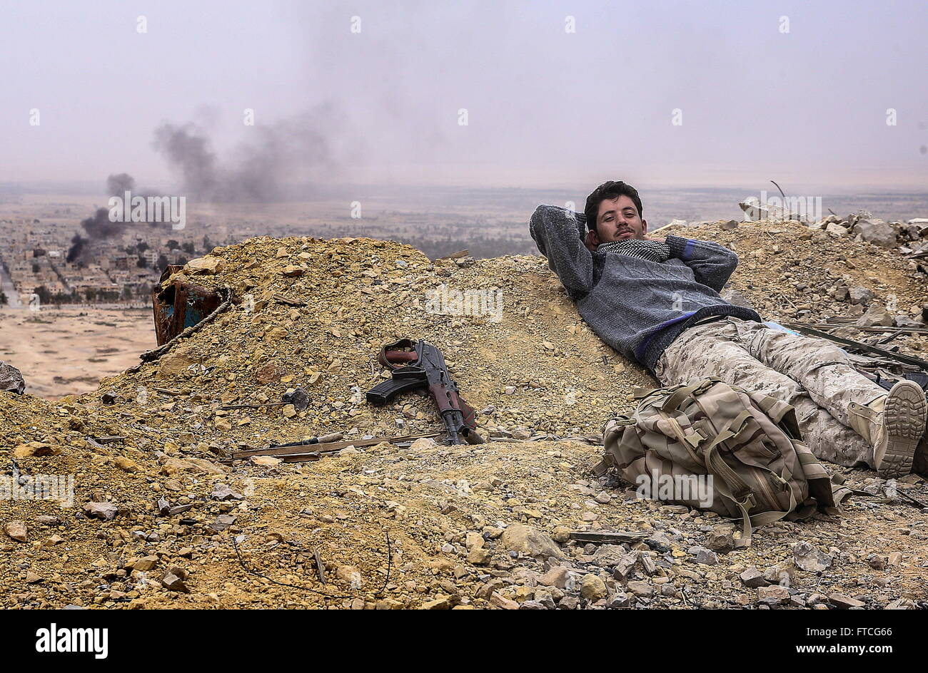 Palmyria, Syria. 26th Mar, 2016. A Syrian government army soldier on top of Fakhr al-Din al-Maani Citadel in Palmyra, - Stock Image