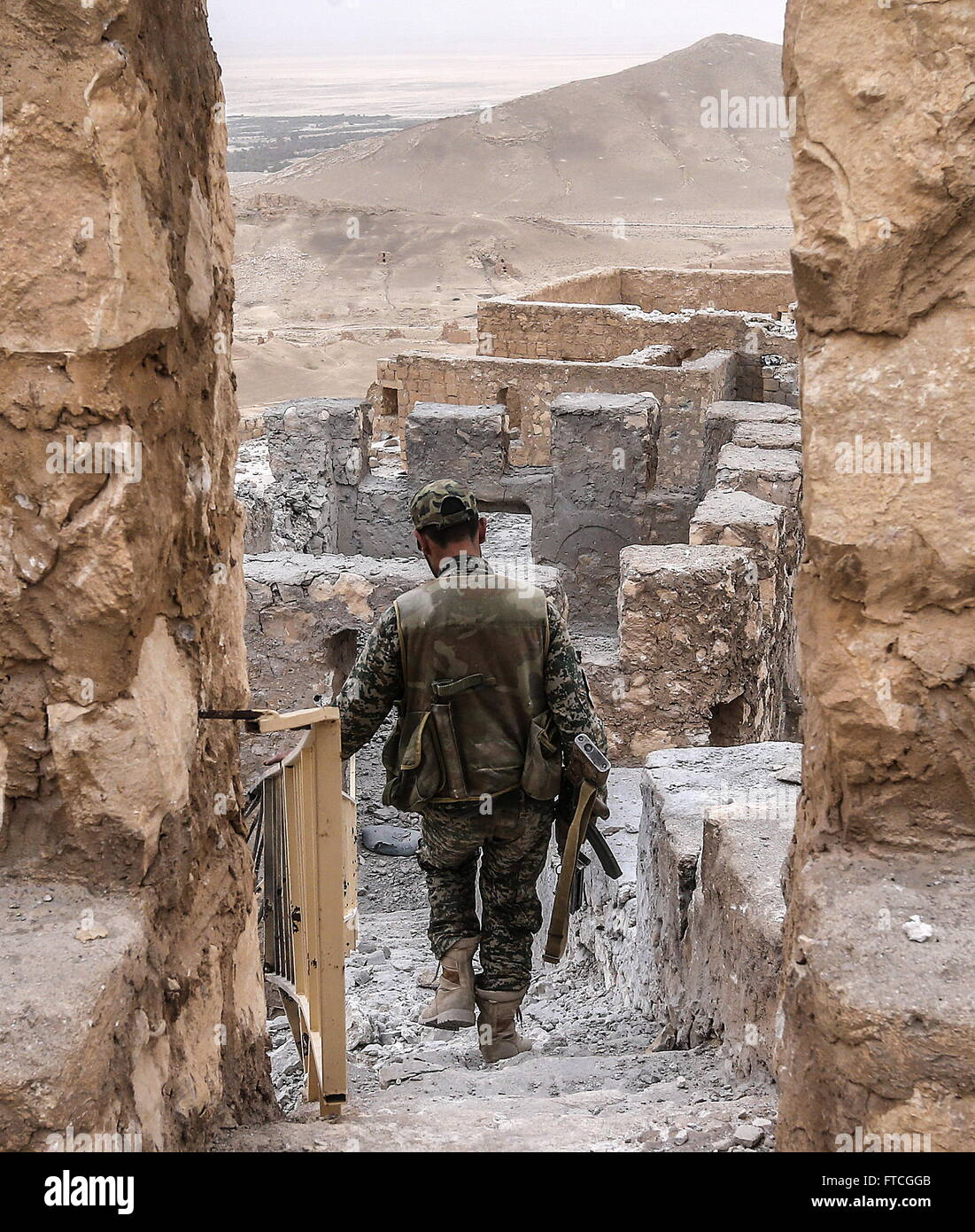 Palmyria, Syria. 26th Mar, 2016. A Syrian government army soldier walks down the steps in Fakhr al-Din al-Maani - Stock Image