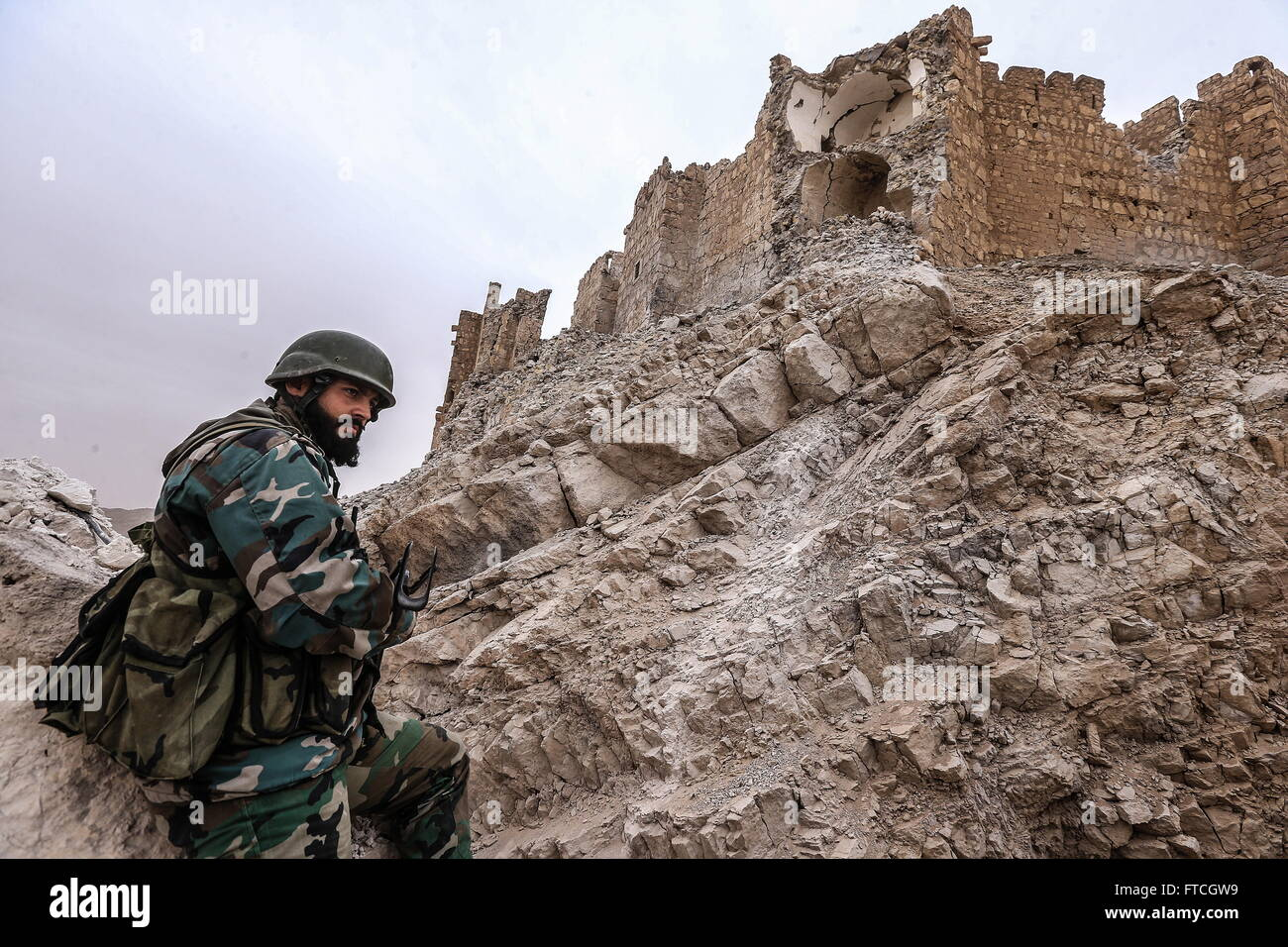 Palmyria, Syria. 26th Mar, 2016. A soldier of the Syrian government army near Fakhr al-Din al-Maani Citadel in Palmyra, - Stock Image