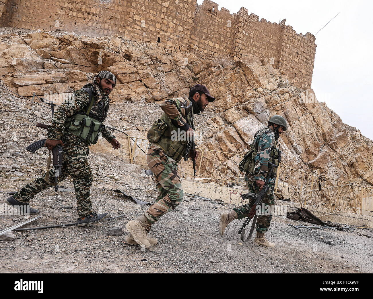 Palmyria, Syria. 26th Mar, 2016. Soldier of the Syrian government army near Fakhr al-Din al-Maani Citadel in Palmyra, - Stock Image
