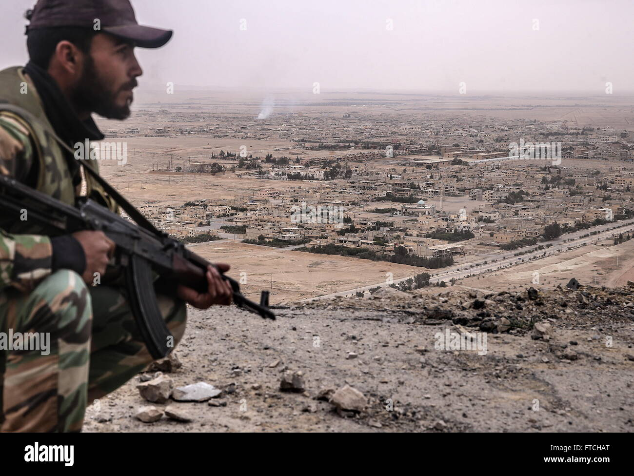 Palmyria, Syria. 26th Mar, 2016. A Syrian government army soldier looks at Palmyra from Fakhr al-Din al-Maani Citadel, - Stock Image