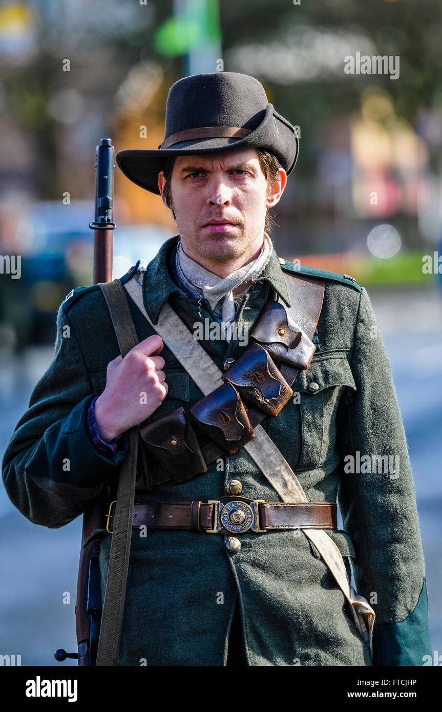 "Belfast, Northern Ireland. 27 Mar 2016 - A man dressed in Irish Citizen Army uniform from 1916, and carrying a ""Howth"" Stock Photo"