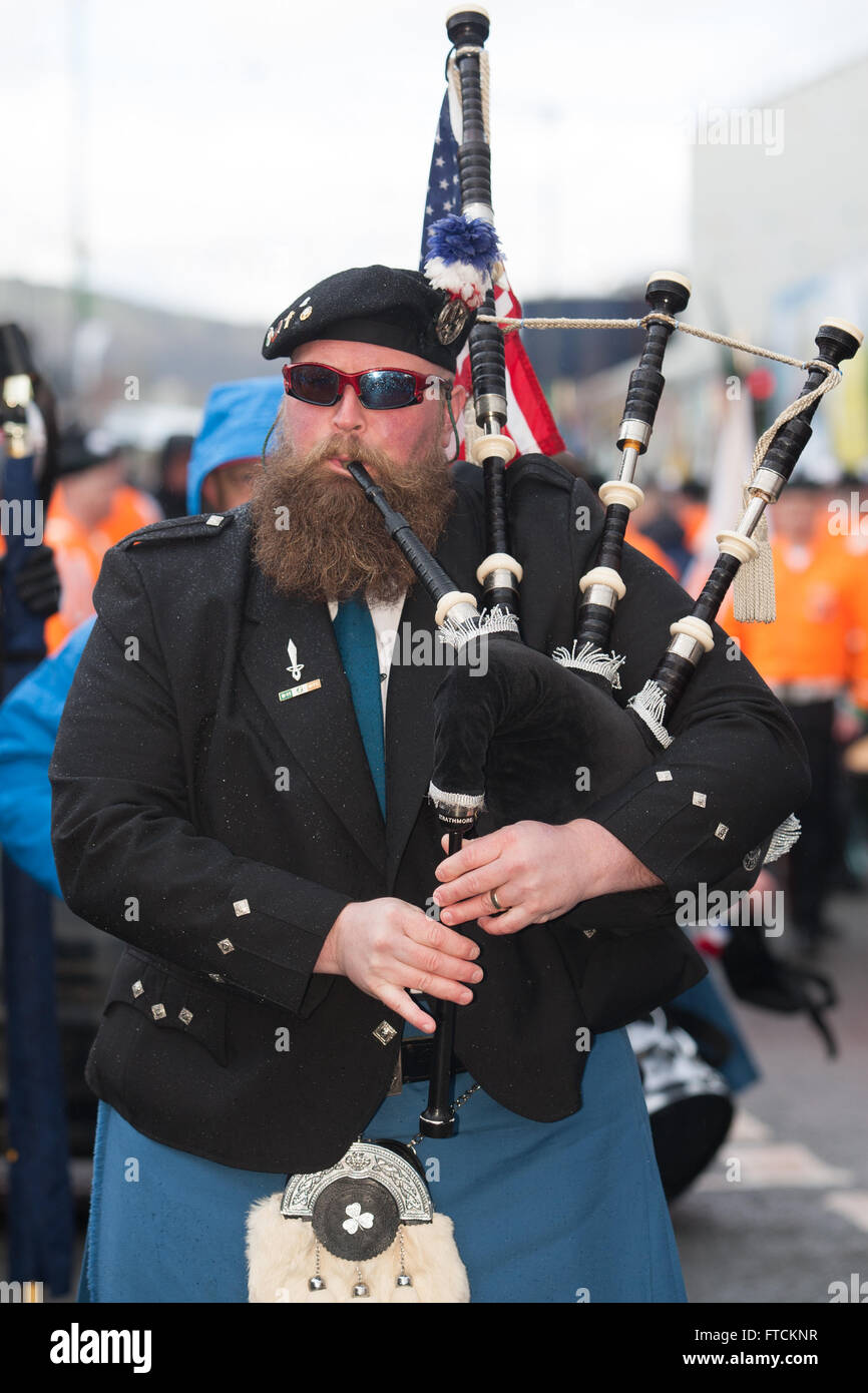 Falls Road, Belfast,UK 27th March 2016 A piper from the  Easter Rising 100th Anniversary  Parade Credit:  Bonzo/Alamy - Stock Image