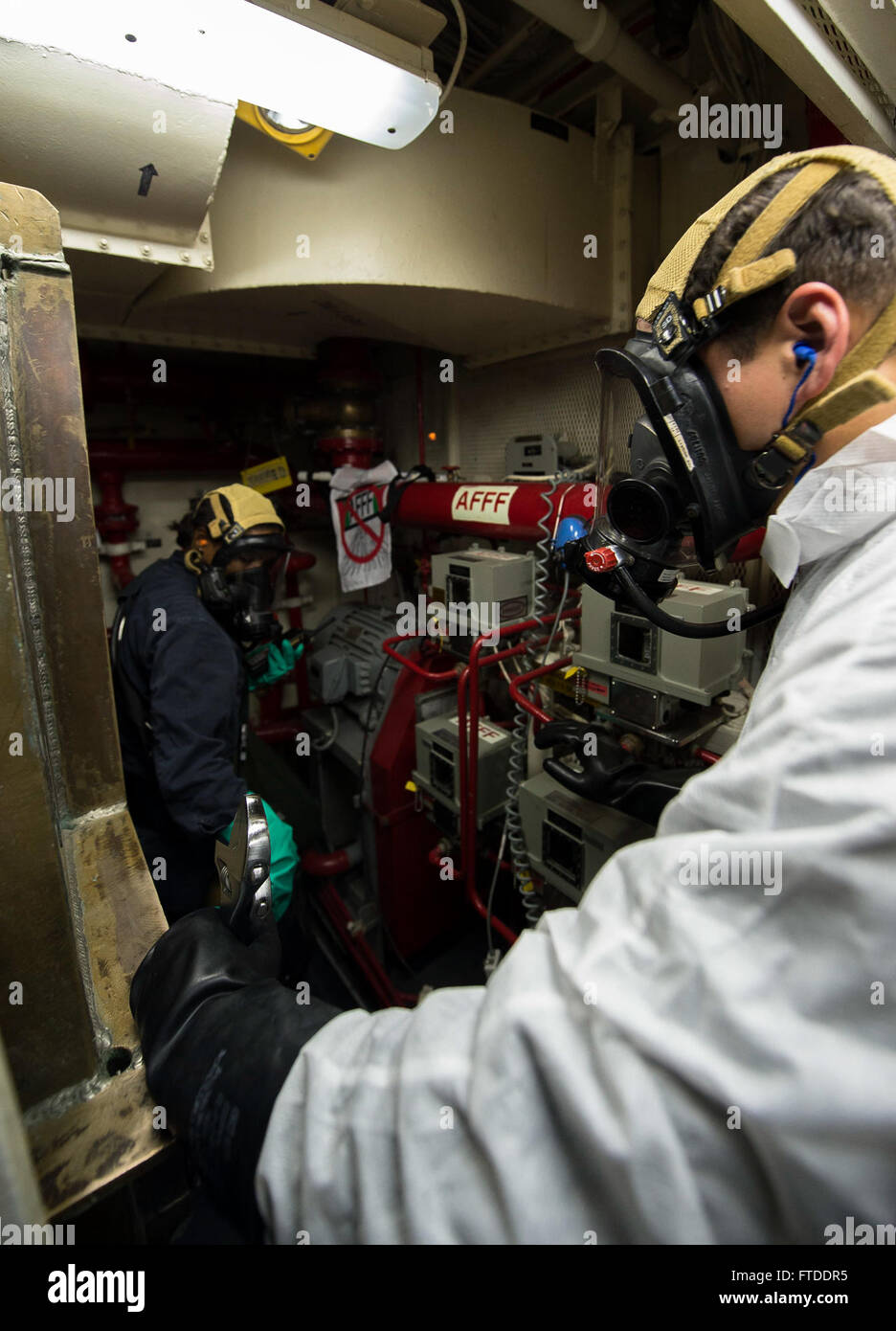 150615-N-FQ994-171 ROTA, Spain (June 15, 2015) Hull Technician 3rd Class Valerie Tejada, from New York City, left, - Stock Image