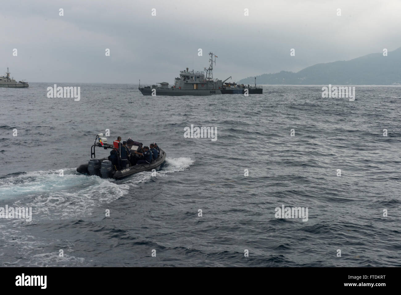 160202-N-TC720-075 PORT VICTORIA, Seychelles (Feb.2, 2016) -Maritime forces from Seychelles pilot a rigid hull inflatable Stock Photo