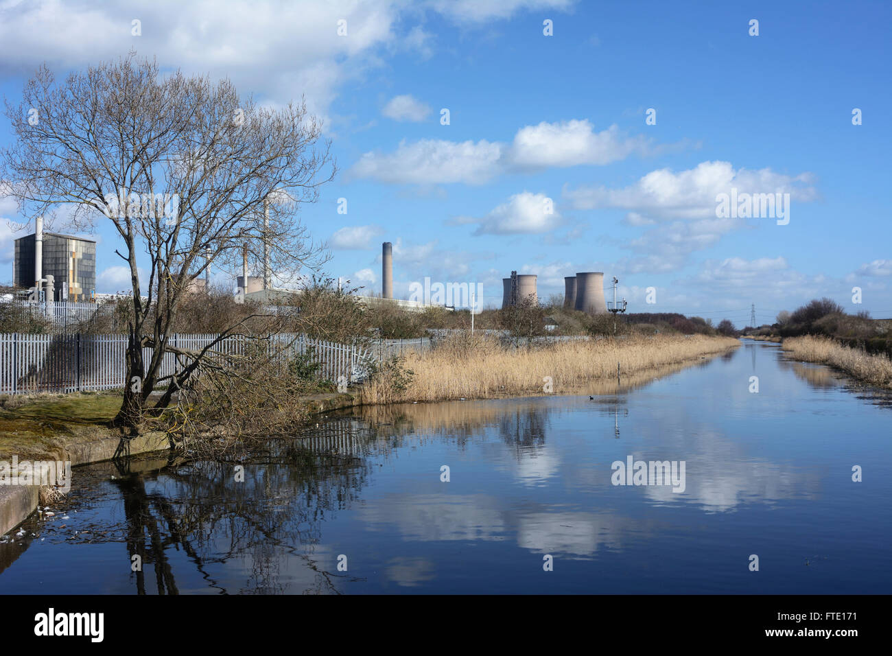 Sankey (St. Helens) Canal near Widnes which used to connect St. Helens to the River Mersey at West Bank, Widnes. Stock Photo