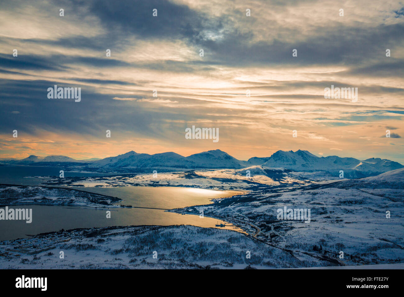 Mountains bathed in golden light from Finnlandsfjellet, Kvaloya, Northern Norway - Stock Image