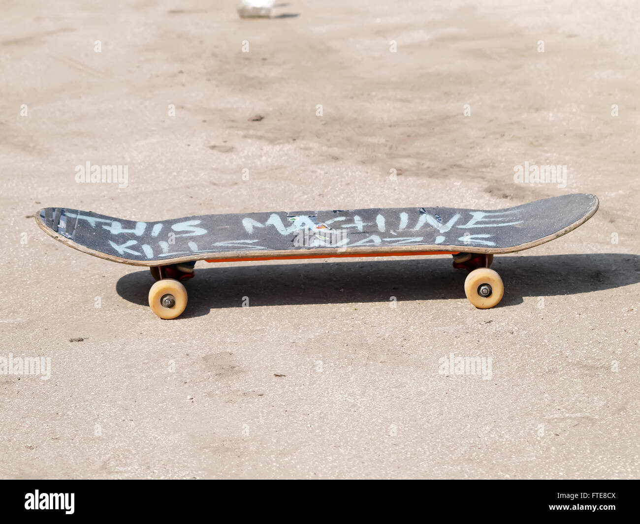 c85cab2762 old used wooden skateboard Stock Photo: 101117546 - Alamy
