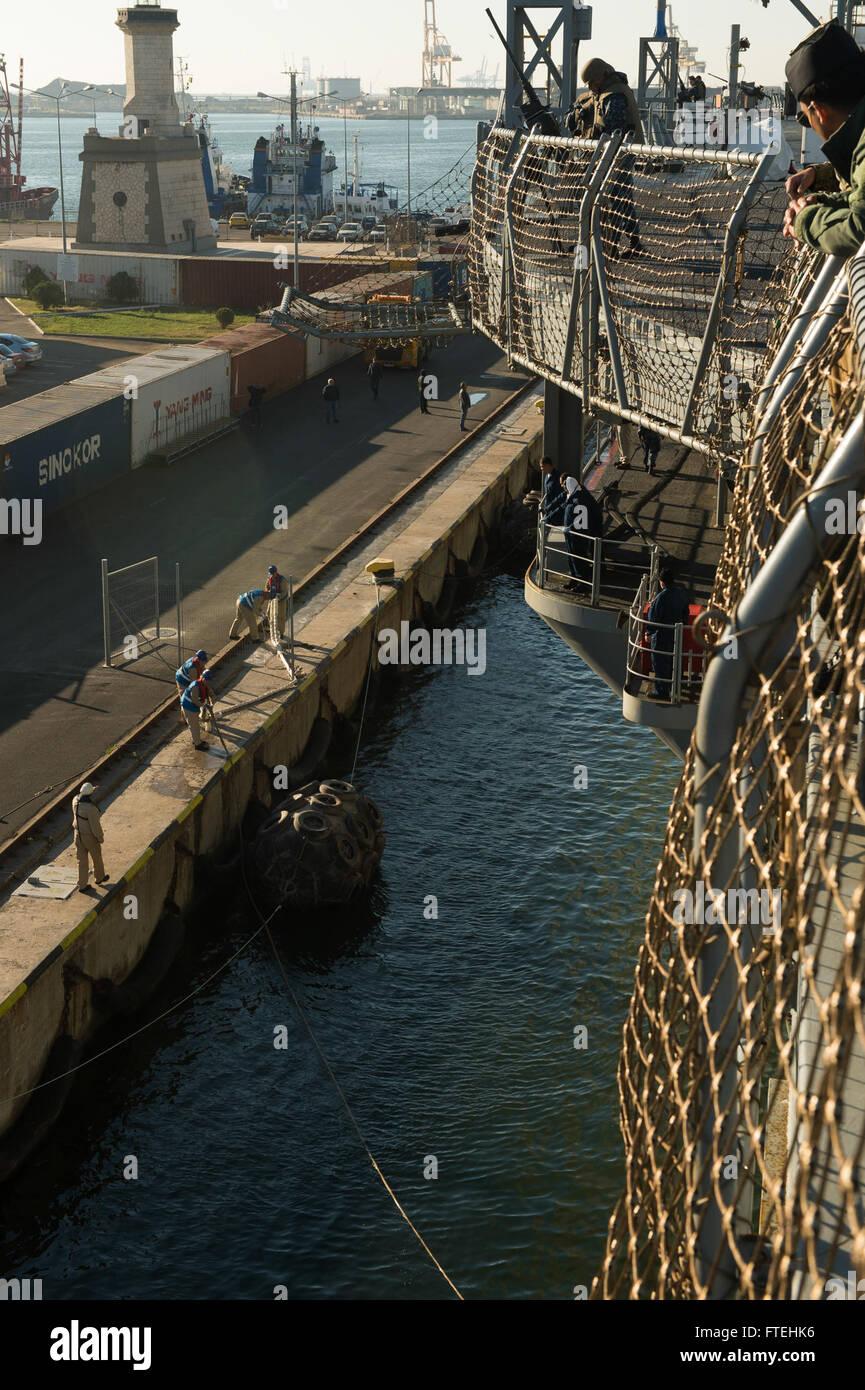 CONSTANTA, Romania (Oct. 20, 2014) – The U.S. 6th Fleet command and control ship USS Mount Whitney (LCC 20) pulls Stock Photo