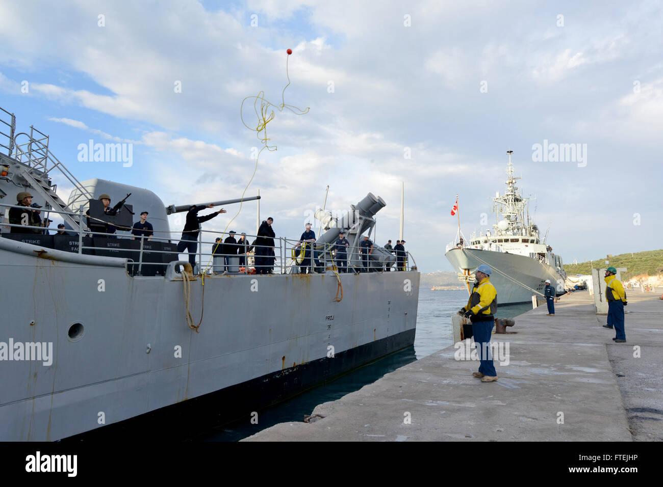 SOUDA BAY, Greece (Dec. 10, 2014) USS Leyte Gulf (CG-55) moors at Marathi NATO pier facility, ahead of HMCS Toronto - Stock Image
